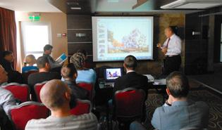 Профессионалы бетонного бизнеса заинтересованно слушают выступление ведущего специалиста Sumab